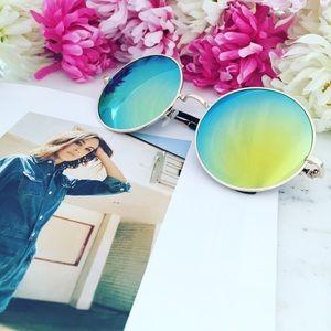 "🆑 ""Meg"" Sunglasses || Green/Blue Mirror Circle"